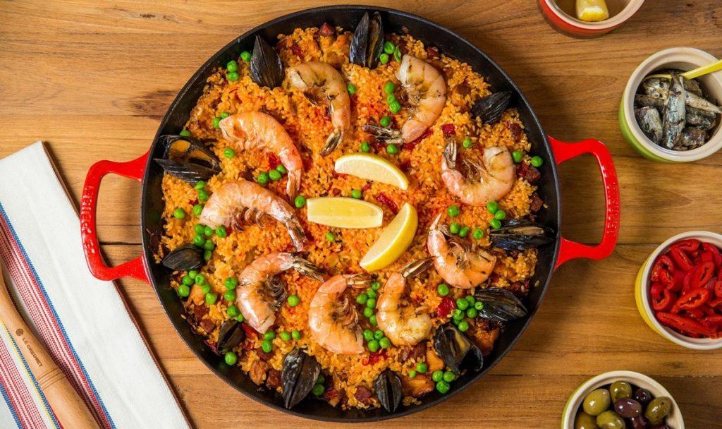 Paella de frutos do mar: saiba mais sobre esse prato tradicional