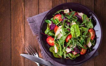 Conheça os benefícios da salada e alguns pratos para experimentar